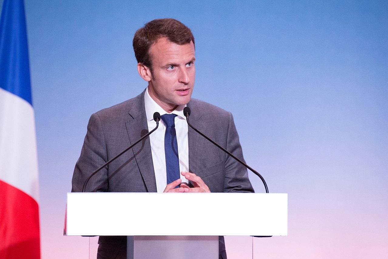 Emmanuel Macron à son pupitre pour un discours